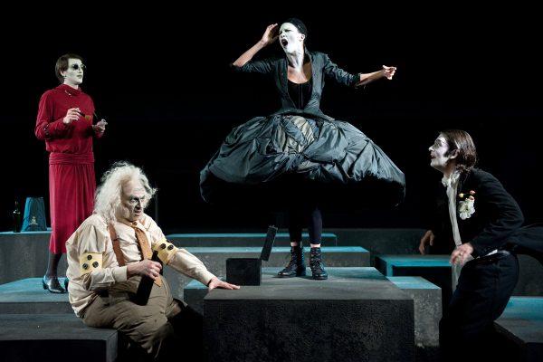 Ο Αδαής και ο Παράφρων του Τόμας Μπέρνχαρντ  Σε σκηνοθεσία Γιάννου Περλέγκα  στο  Θέατρο του Ιδρύματος Μιχάλης Κακογιάννης